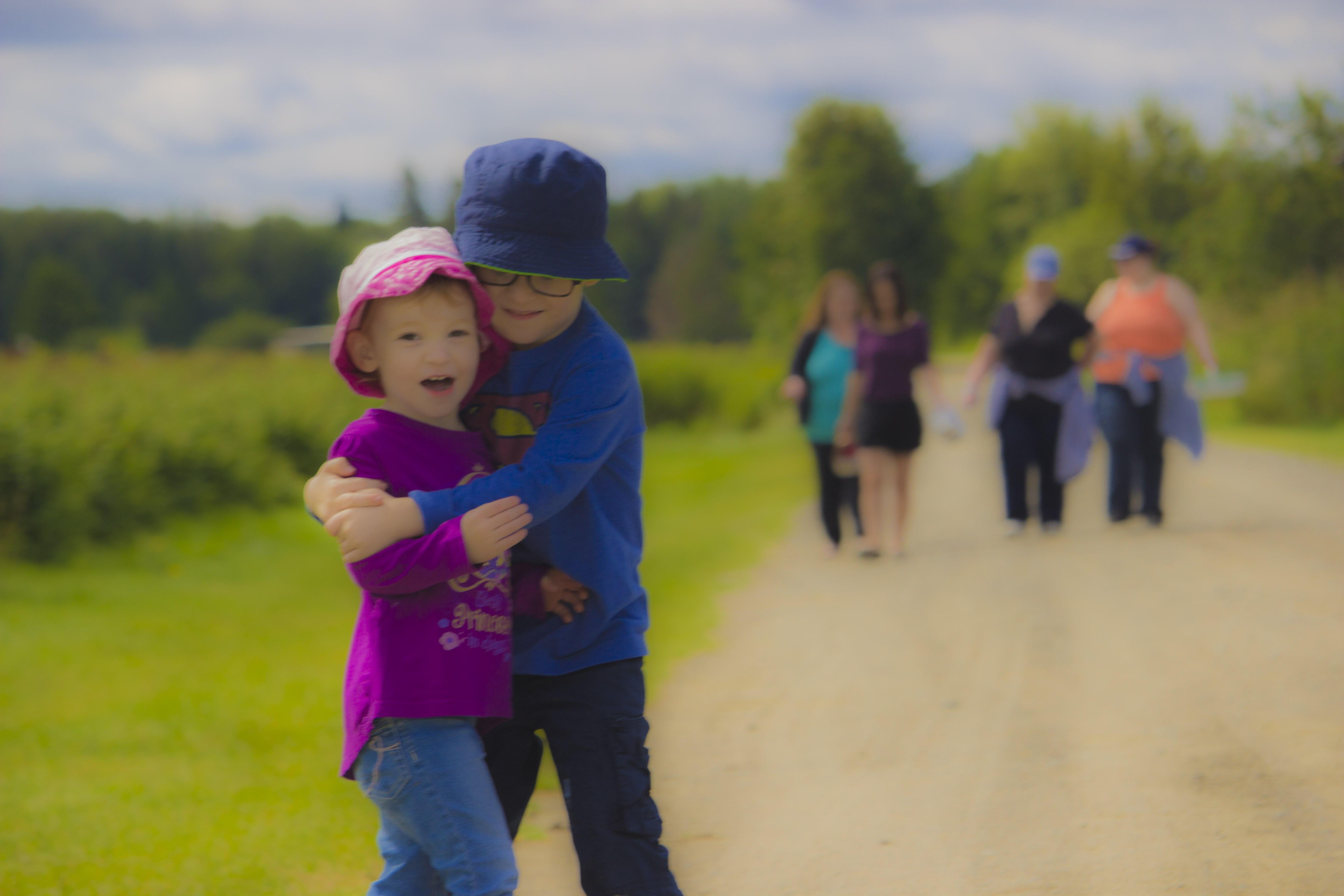 running kid hug